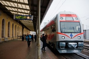 Train-at-Vilnius-rail-station